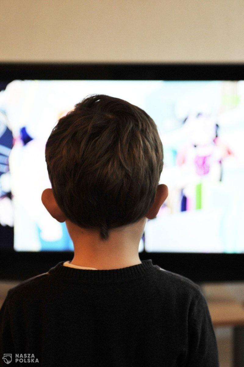 Rząd ostrzega przed patotreściami oglądanymi przez dzieci w sieci