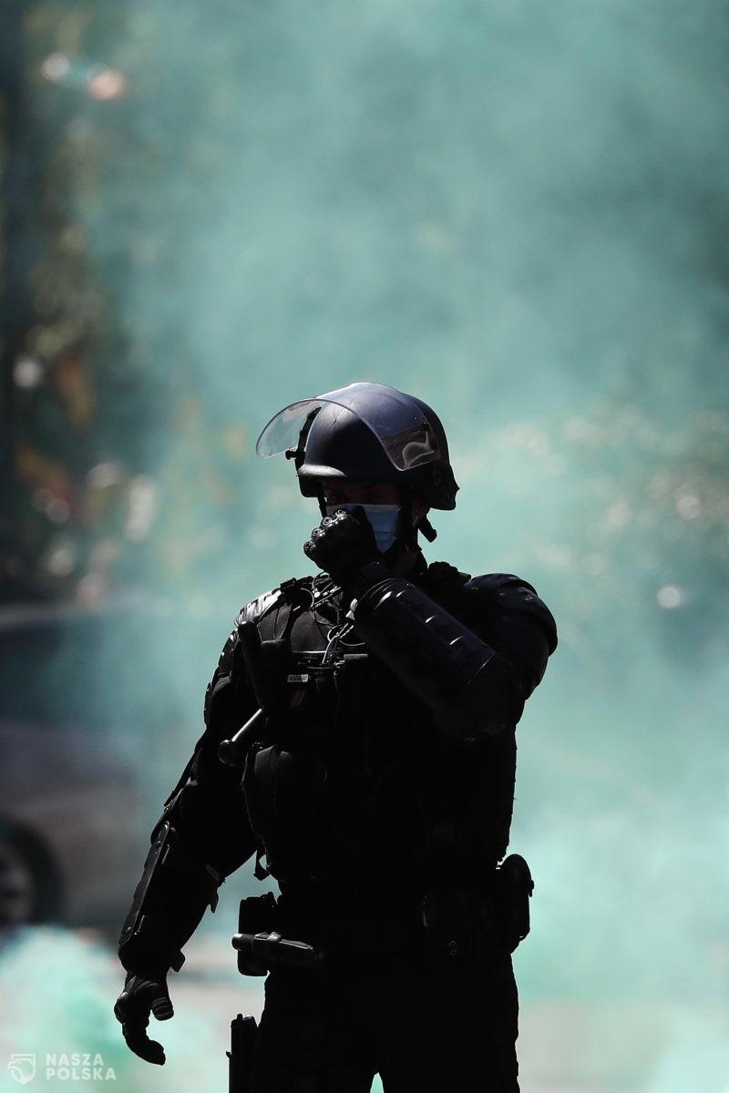 """We Francji """"żółte kamizelki"""" wracają na ulice z powodu wzrostu cen paliw"""