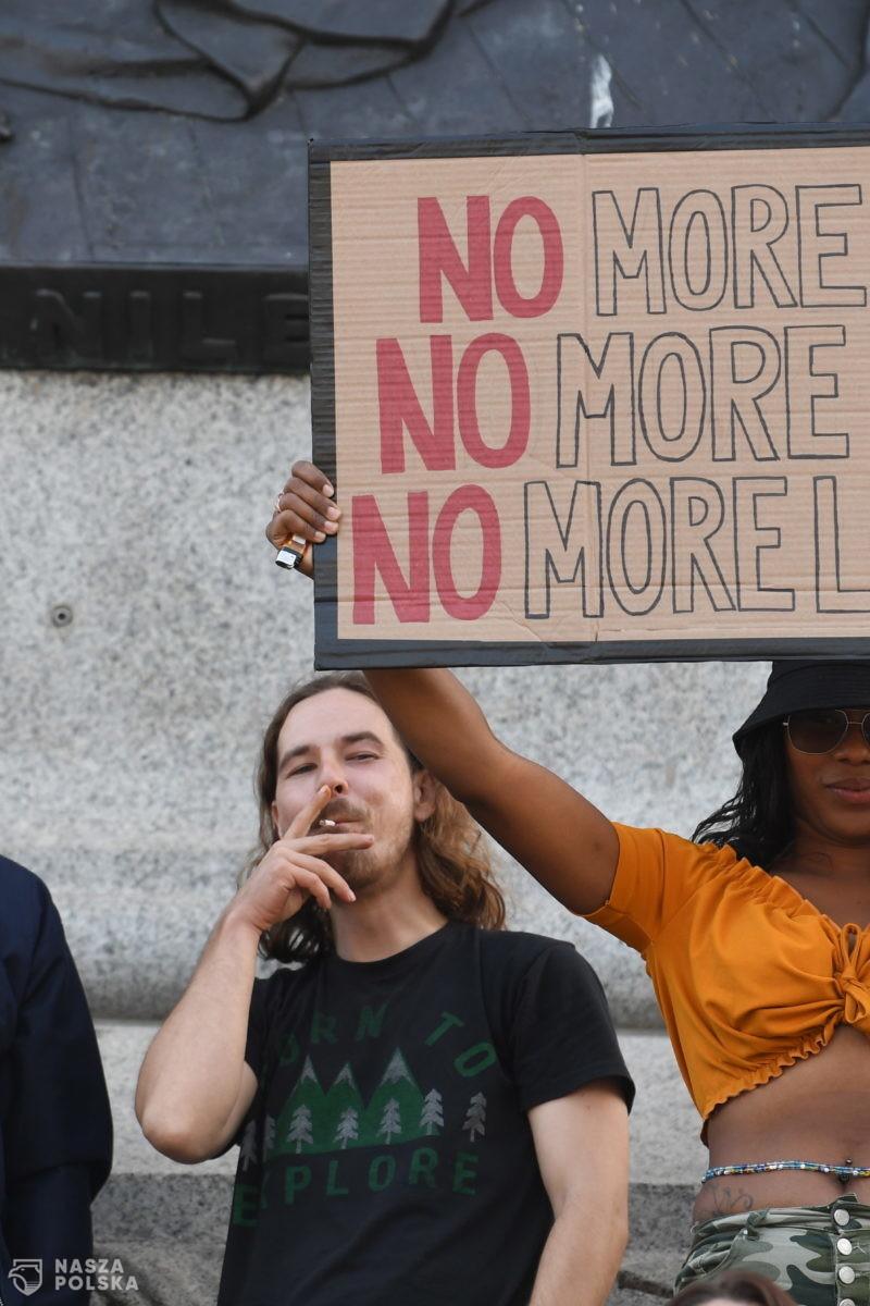 [DUŻO ZDJĘĆ] W. Brytania/ Setki ludzi protestowały przeciw ograniczeniom związanym z epidemią