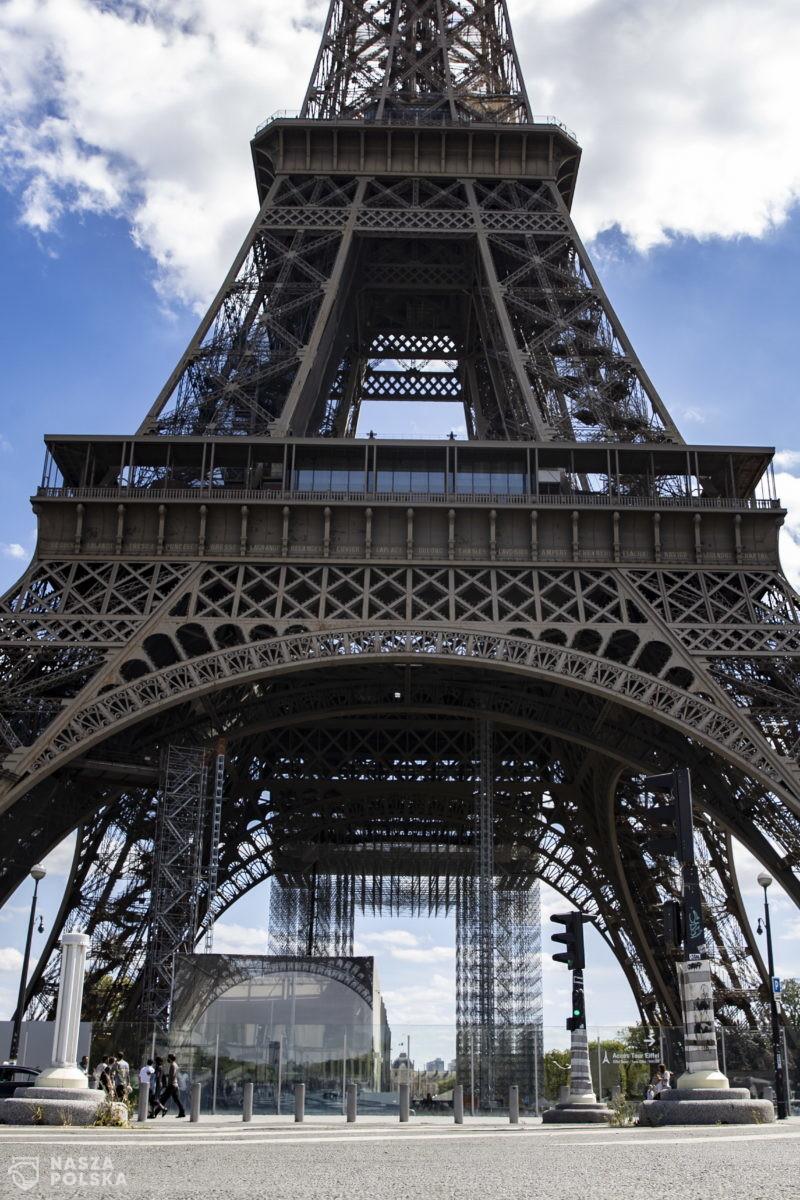 We Francji demonstracje restauratorów i samorządowców przeciwko nowym restrykcjom sanitarnym