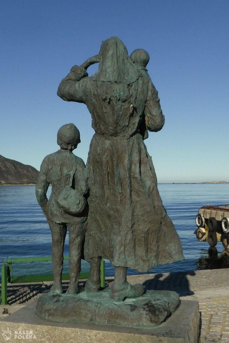 Rodzice z dziewięciorgiem dzieci i dziesiątym w drodze. Nocą uciekli z Norwegii