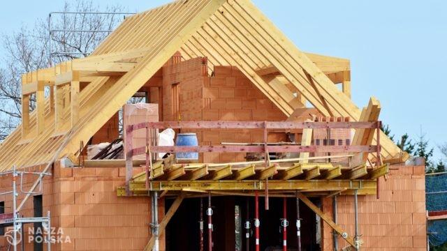 Kolejny rekordowy miesiąc dla kredytów hipotecznych. Duże wzrosty notują także kredyty gotówkowe i ratalne