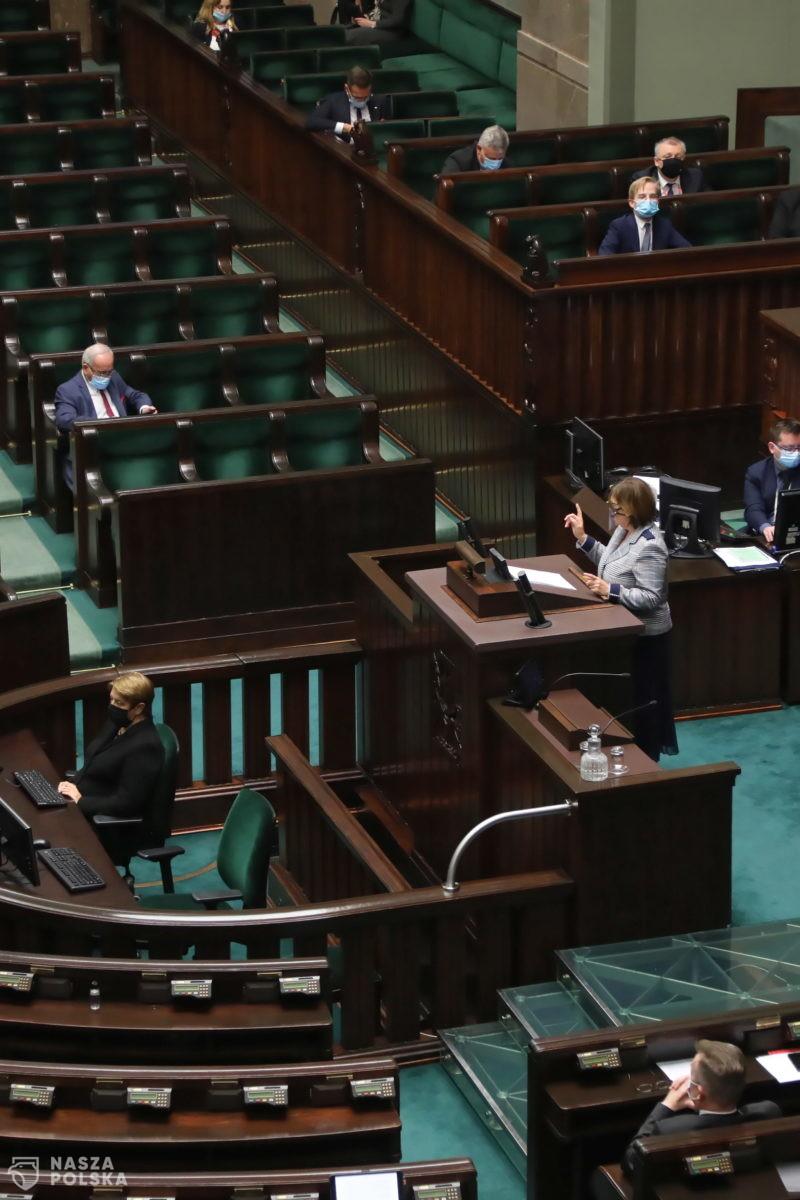 PiS chce wpisać do ustawy karanie osób zdrowych za nieprzestrzeganie zakazów epidemicznych