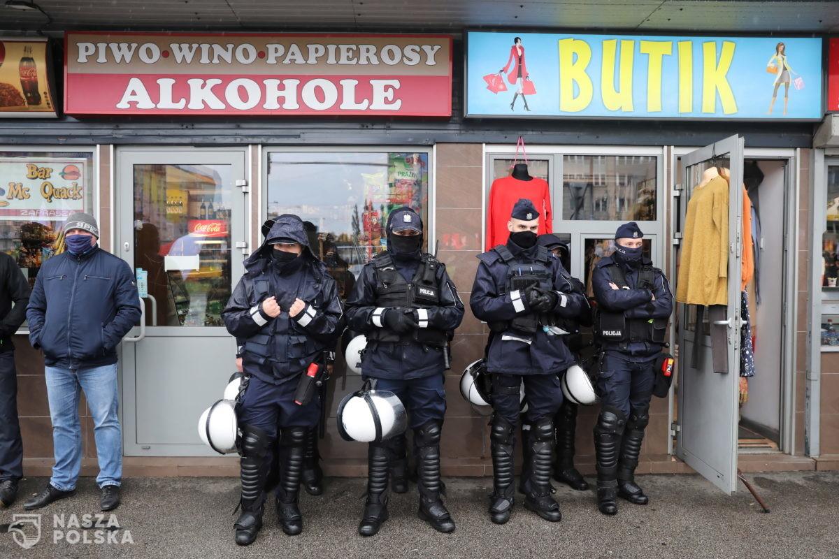 Maseczkowy, dobowy urobek polskiej policji: 3650 mandatów, 590 wniosków do sądu