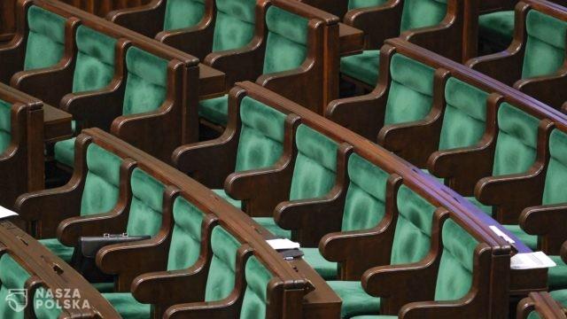 SONDAŻ/ PiS bez większości w Sejmie