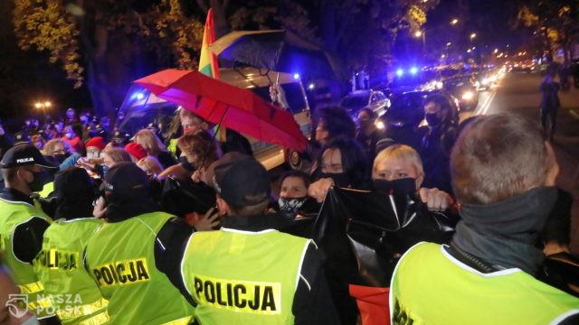 """""""Nieproporcjonalność i brutalność"""" policji? Koalicja Obywatelska apeluje"""