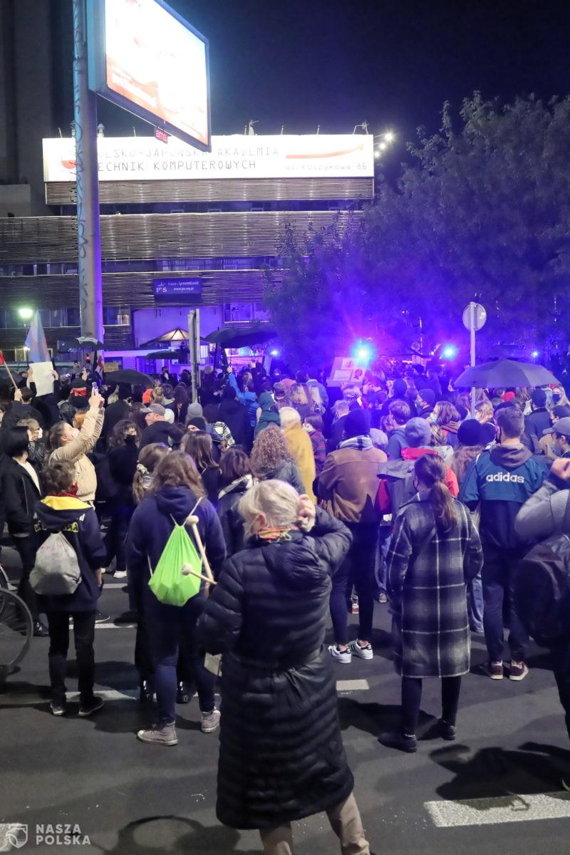 [FILM] Doszło do przepychanek z policją uczestników protestu pod Trybunałem Konstytucyjnym