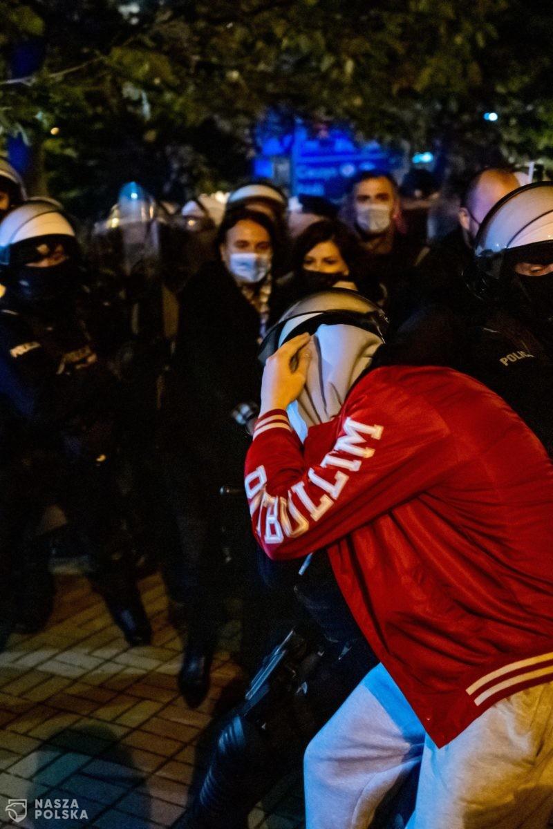 Starcia z policją w Katowicach. Użyto pałek i gazu