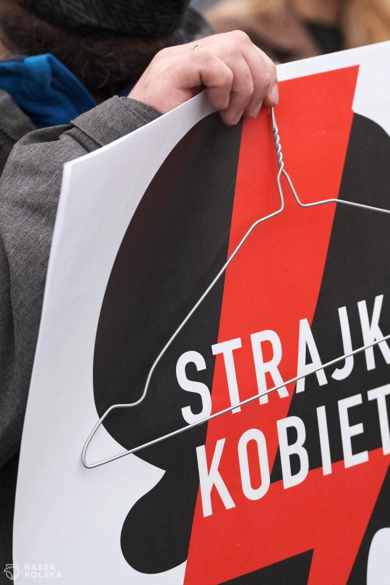 Policja usunęła z jezdni działaczy pro-life, którzy blokowali mobilny strajk kobiet