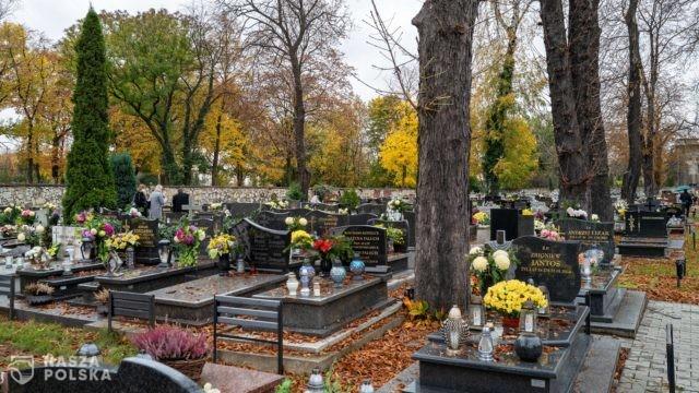 Podczas uroczystości Wszystkich Świętych i w Zaduszki cmentarze będą zamknięte