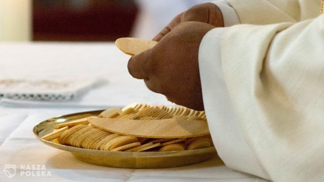 https://naszapolska.pl/wp-content/uploads/2020/10/celebration-of-the-eucharist-5243045_1920-640x360.jpg