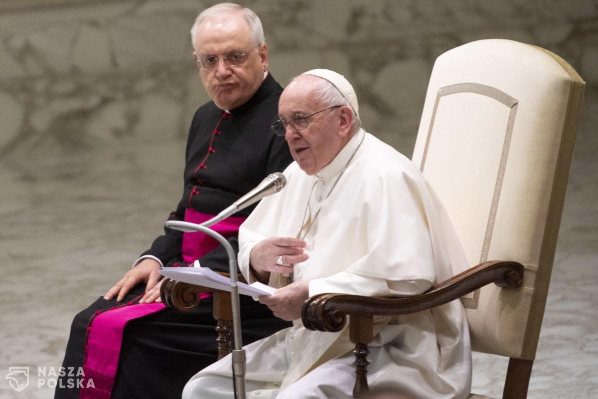 Papież znów odwołuje swój udział w uroczystościach z powodu rwy kulszowej