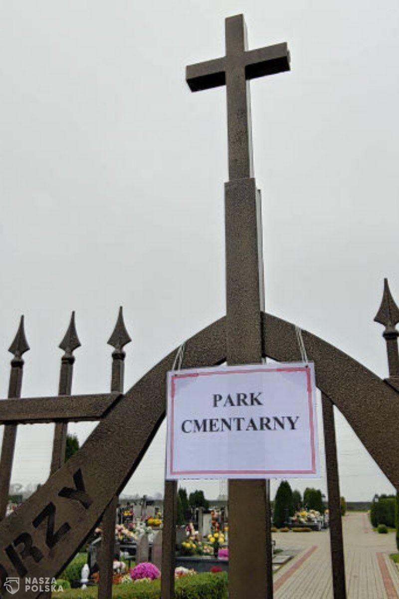 Jak proboszcz z cmentarza park zrobił