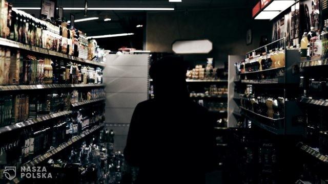 Nie ma decyzji ws. zakazu sprzedaży alkoholu po godz. 19