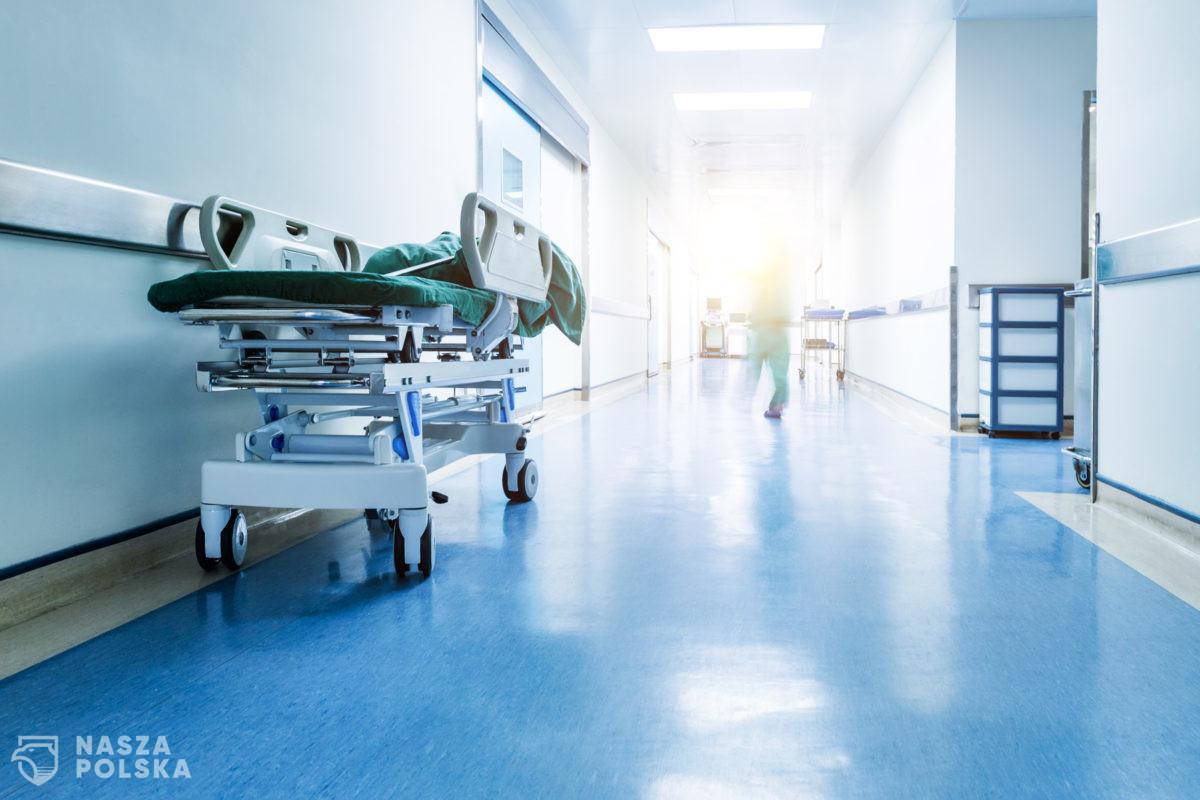 NFZ zaleca ograniczenie do niezbędnego minimum lub czasowe zawieszenie planowych świadczeń