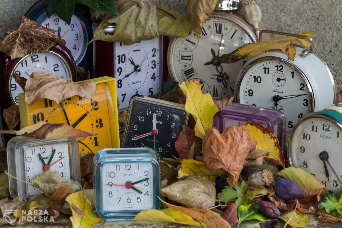 Czy warto zrezygnować ze zmiany czasu? W nocy z soboty na niedzielę wracamy do czasu zimowego