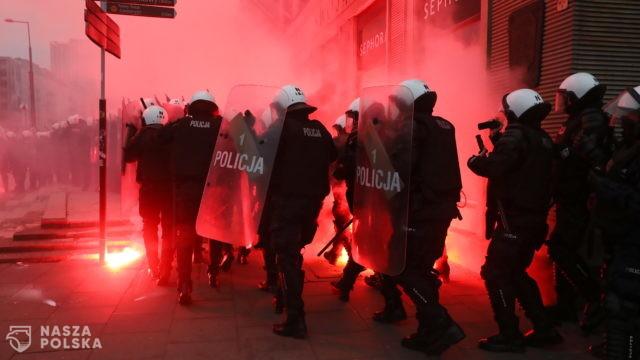 Policja twierdzi, że została zaatakowana podczas Marszu Niepodległości