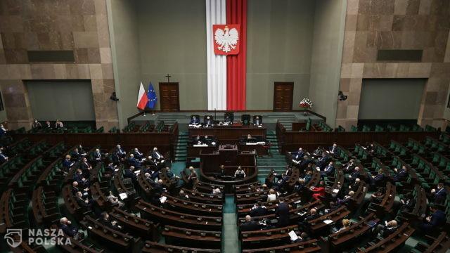 Opozycja złożyła trzy projekty uchwał w sprawie opodatkowania mediów
