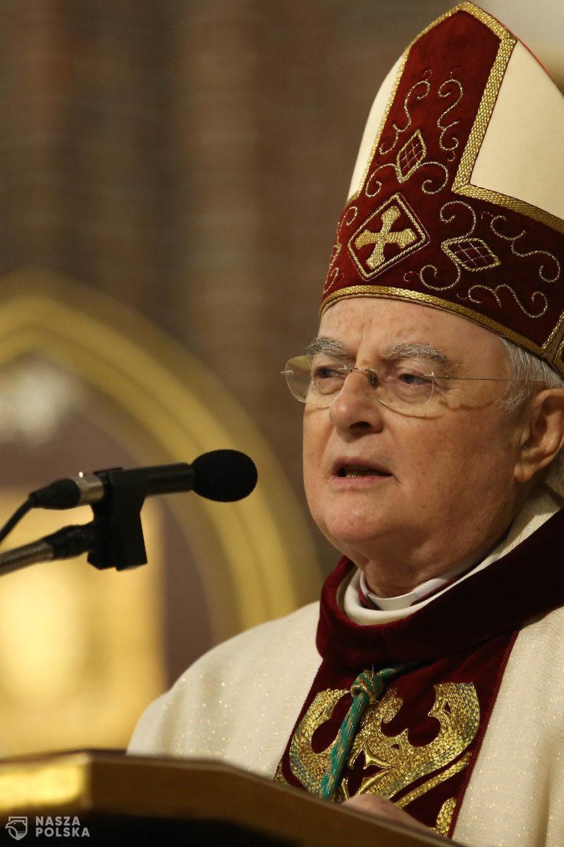 """Abp Hoser: ataki na Jana Pawła II są przejawem walki neomarksistów o """"nowego człowieka"""""""
