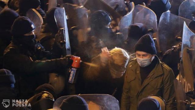 Politycy chcą wyjaśnienia sprawy użycia gazu wobec posłanki Nowackiej podczas demonstracji w Warszawie