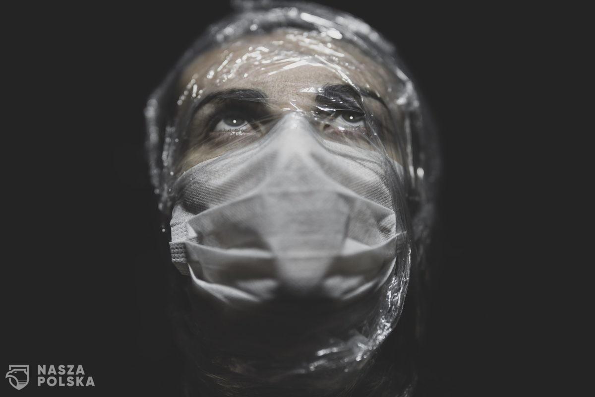 Ekspert: nowe przepisy rozwiewają wątpliwości dotyczące nakazu zakrywania nosa i ust