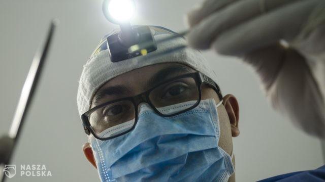 Dentyści mają walczyć z wirusem?