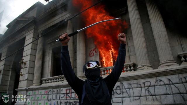 Gwatemalczycy podpalili parlament