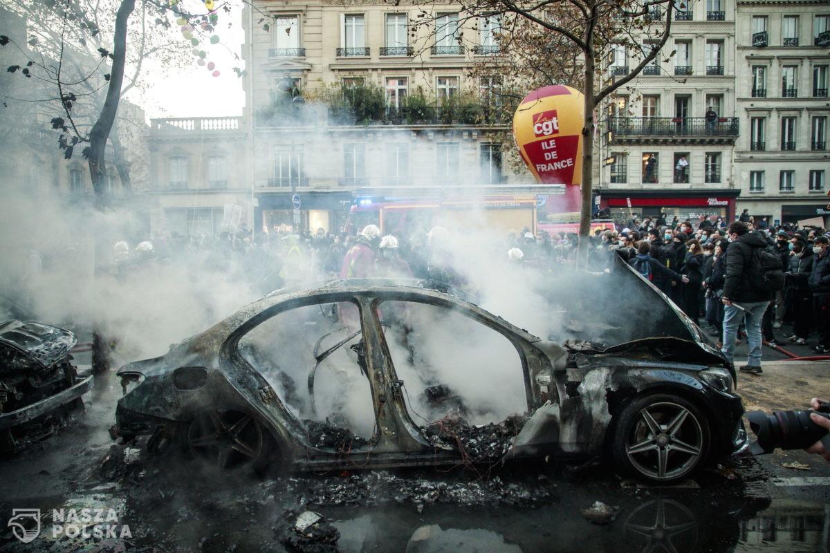 Protesty przeciwko obostrzeniom we Francji