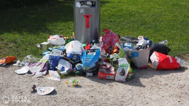 Czy koronawirus może być w workach z odpadami