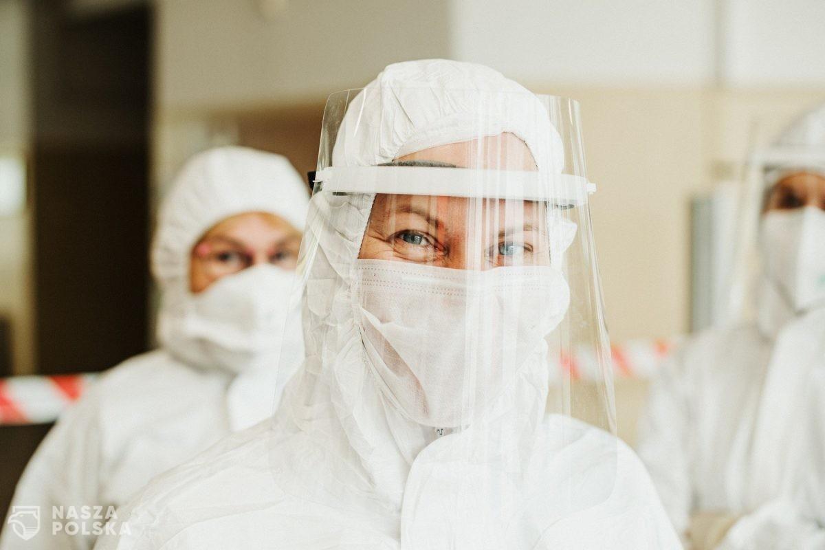Rząd nałożył obowiązek zakrywania ust i nosa w pracy, jeśli w pomieszczeniu jest więcej niż 1 osoba