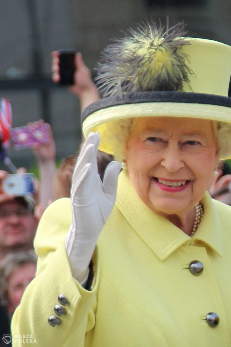 W. Brytania/ Królowa zachęca do szczepień: to wcale nie bolało