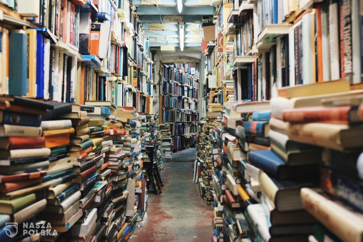 Upadek świata książki? Księgarnie znikają z polskich miast