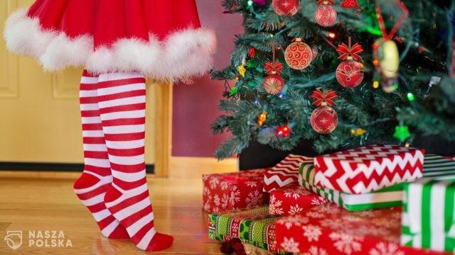 """Dr Lewicka: ten rok jest inny niż wszystkie, trudno nam poczuć """"magię Świąt"""""""