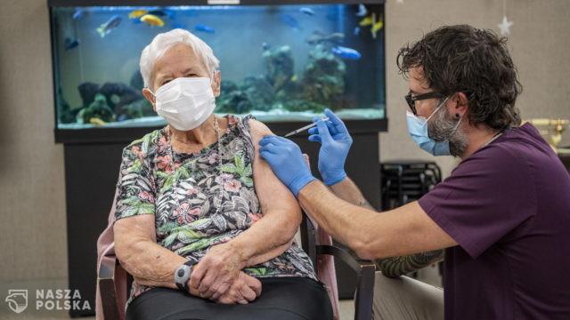90-letnia Szwajcarka zaszczepiona przeciwko COVID-19 jako pierwsza