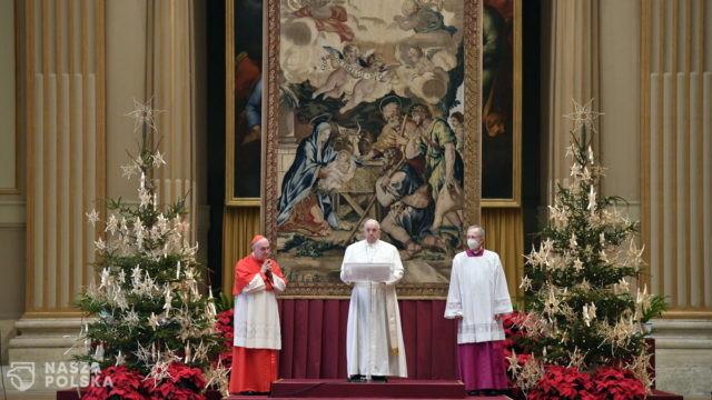 Papież w orędziu Urbi et Orbi: Niech Boże Narodzenie będzie dla wszystkich okazją do ponownego odkrycia rodziny jako kolebki życia i wiary