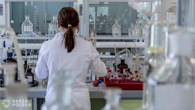 Agencja Badań Medycznych przekazała ponad 100 mln zł na projekty covidowe m.in. na badanie amantadyny