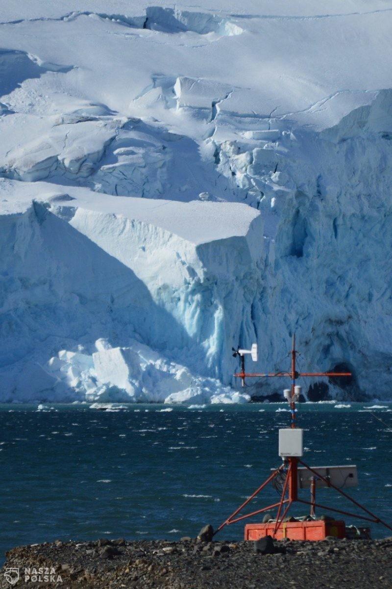 Antarktyda/ Od lodowca oderwała się góra lodowa wielkości Londynu