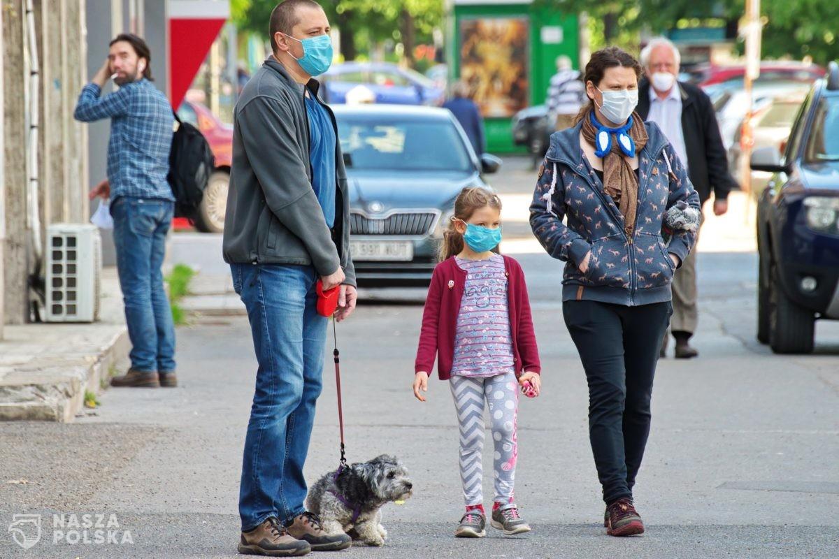 Włochy/ Bez maseczek na zewnątrz, gdy połowa ludności będzie zaszczepiona
