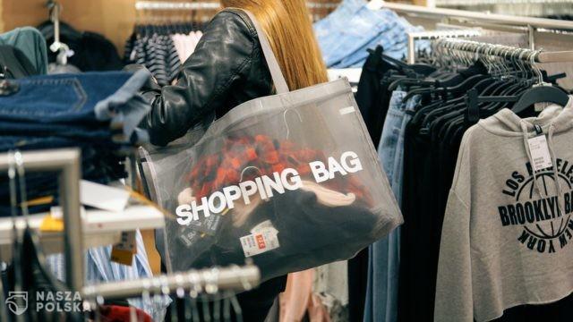 Tłumne wizyty w centrach handlowych mogą zaowocować kolejnym wzrostem zakażeń