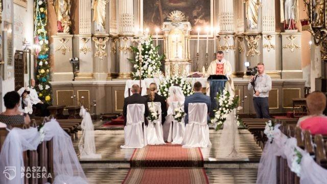 Bp Śmigiel: małżeństwo nie jest magicznym zaklęciem, ale zaproszeniem Boga do wspólnej drogi