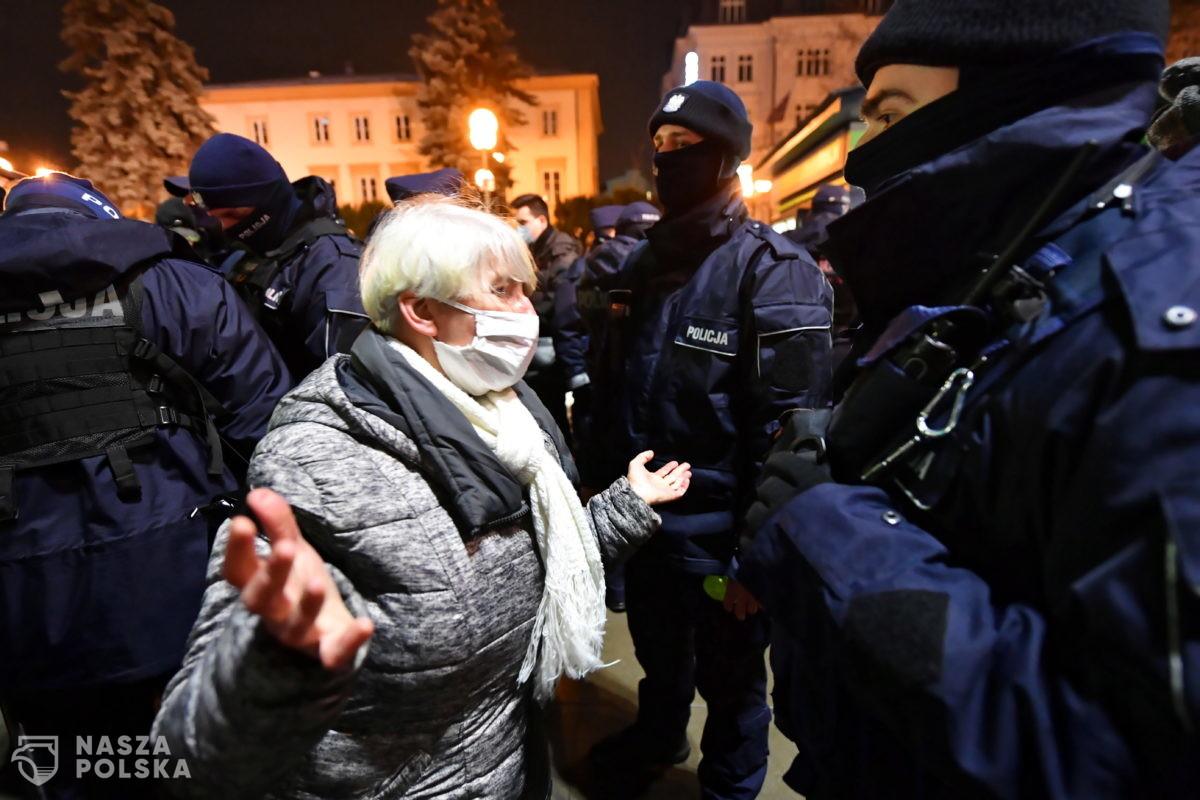 Strajk Kobiet tym razem przeciwko zakazowi odmowy przyjęcia mandatu