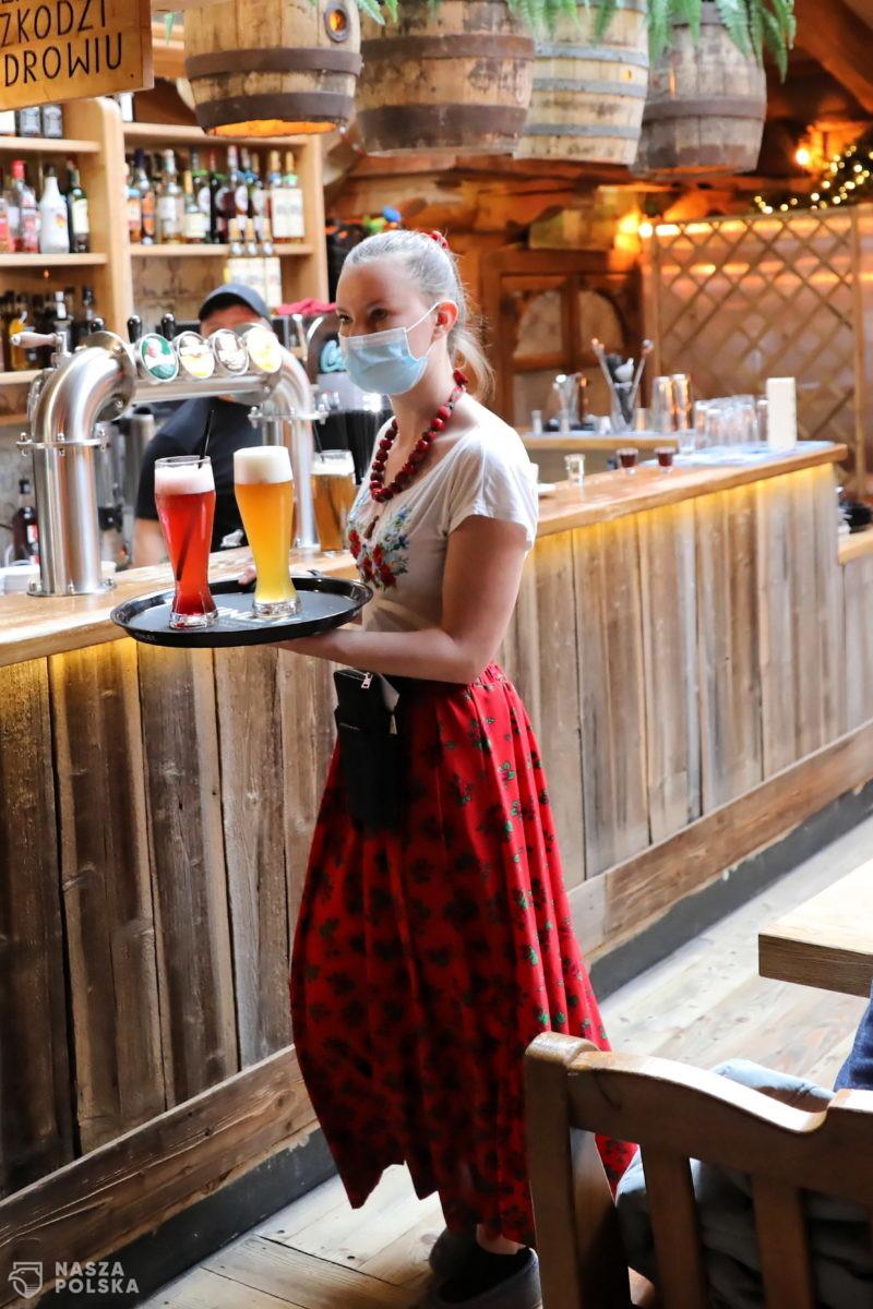 [SONDAŻ] Większość Polaków popiera otwieranie branż mimo rządowych restrykcji
