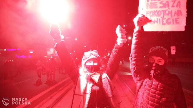 Po piątkowych manifestacjach w Warszawie zatrzymano sześć osób