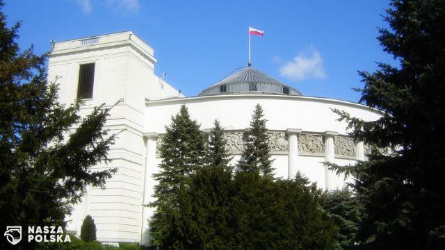Pięć partii w Sejmie – nowy sondaż Social Changes