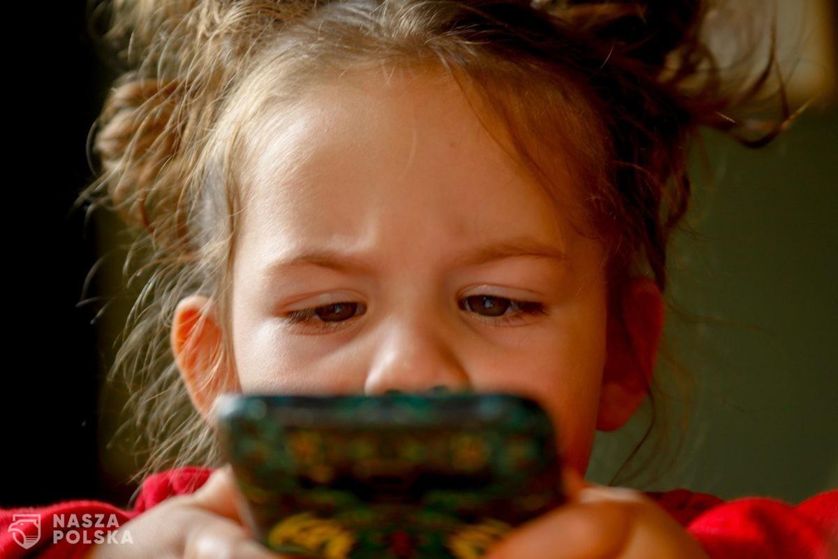 Podatek od smartfonów uderzy w najbardziej wrażliwe grupy społeczne (WYWIAD)