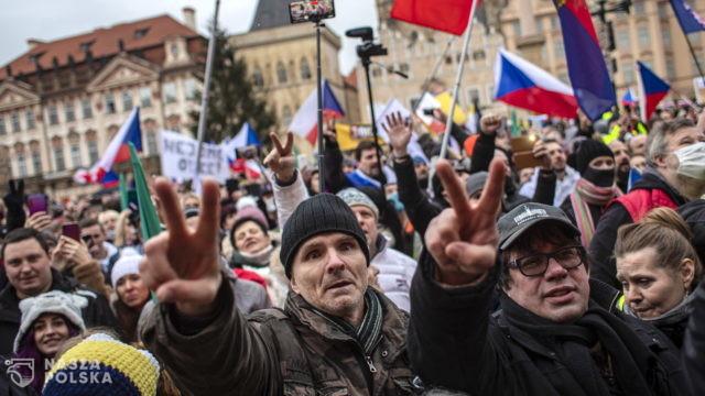 Tysiące Czechów protestowało przeciwko obostrzeniom związanym z epidemią