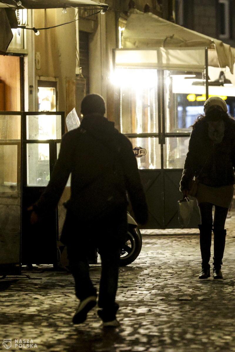 Włosi otworzyli restauracje i bary wbrew zakazom. Interweniowała policja