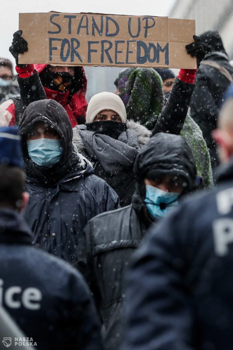 W Belgii i Francji protesty przeciwko restrykcjom sanitarnym