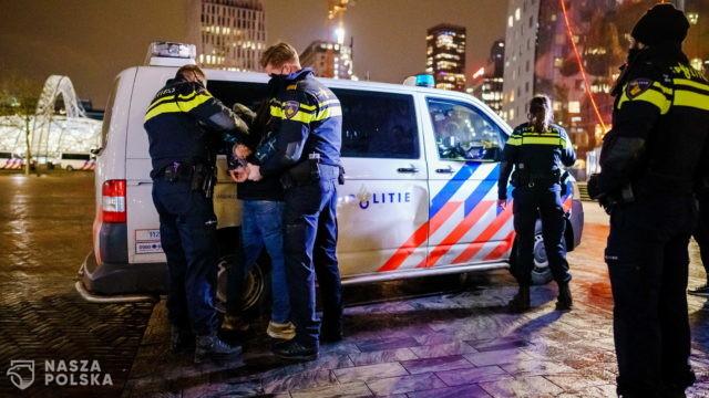 Holandia/ Zatrzymano 25 osób naruszających godzinę policyjną