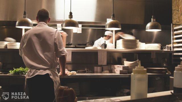 Francja/ Media: politycy i bogacze jadają w nielegalnie otwartych luksusowych restauracjach.
